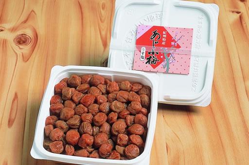 画像1: あじ小梅【塩分7%】ご家庭用容器入 400g入 (1)